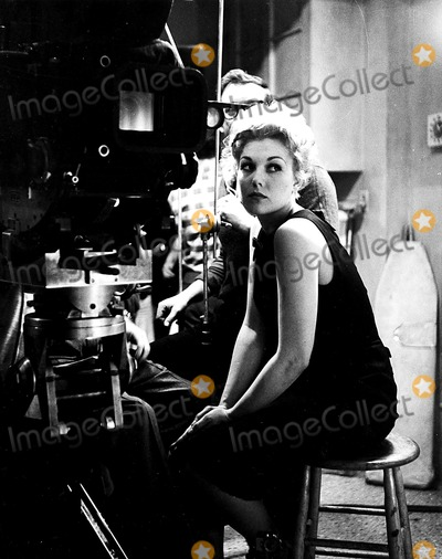 Kim Novak Photo - Kim Novak 1959 Supplied by Globe Photos Inc Kimnovakretro