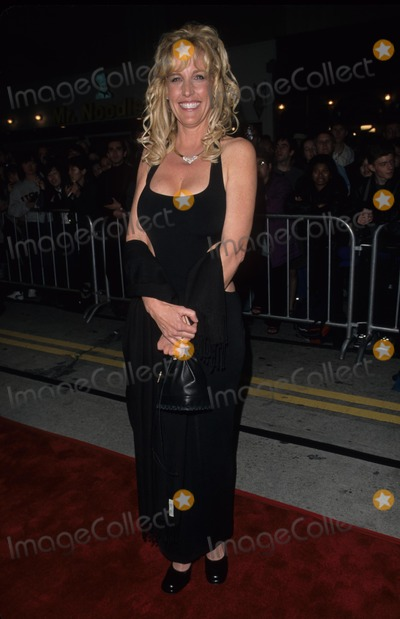 Erin Brockovich-Ellis Photo - Erin Brockovich Ellis Erin Brockovich Premiere at Mann Village in Los Angeles 2000 K18163fb Photo by Fitzroy Barrett-Globe Photos Inc