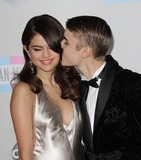 Photo - Photo by Quasarstarmaxinccom2011ALL RIGHTS RESERVEDTelephoneFax (212) 995-1196112011Justin Bieber and Selena Gomez at the American Music Awards(Los Angeles CA)